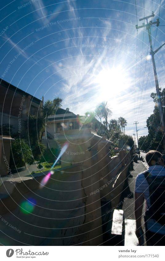 Ausgeraubt Mensch Himmel Stadt Sommer Baum Sonne Wolken Haus Erwachsene Straße laufen Afrika Strommast Blendenfleck Südafrika Kapstadt