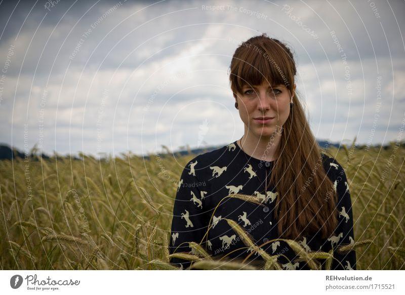 Carina | und das Feld Mensch Junge Frau Jugendliche Erwachsene Gesicht 1 18-30 Jahre Umwelt Natur Himmel Wolken Unwetter Haare & Frisuren brünett langhaarig