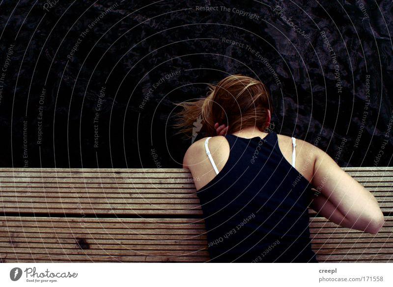 surface Mensch Jugendliche Erholung Haare & Frisuren Kopf Rücken liegen Junge Frau