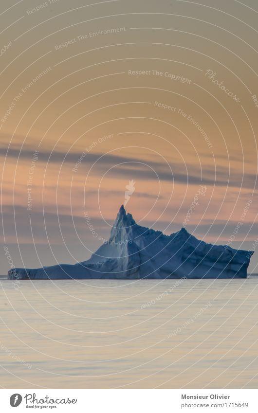 Eisberg Umwelt Natur Landschaft Wasser Klima Frost Meer TWillingate Neufundland Kanada kalt blau orange Landshcaft Reisefotografie Farbfoto Textfreiraum oben