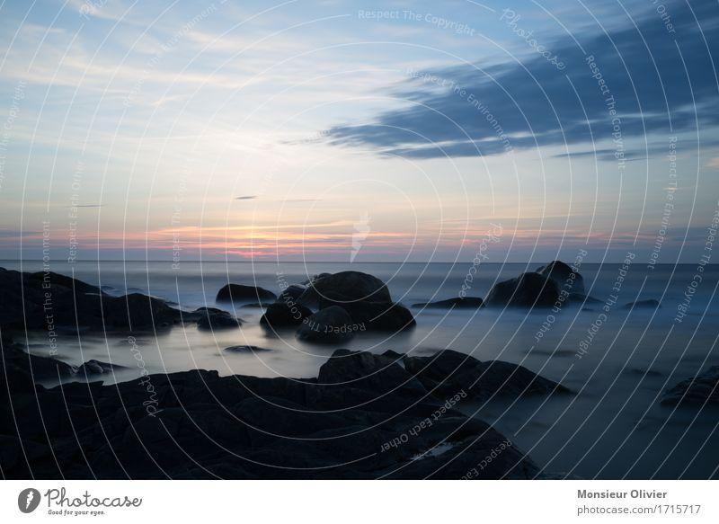 Blaue Stunde Umwelt Natur Landschaft Himmel Wolken Sonnenaufgang Sonnenuntergang Wellen Küste dunkel blau Kanada Neufundland Felsen Kontrast Langzeitbelichtung