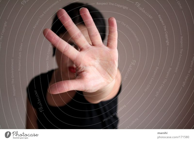 STOP Frau Mensch Mann Hand Ferne Gefühle Erwachsene Kraft Angst Arme Finger gefährlich stoppen 5 verstecken Stress