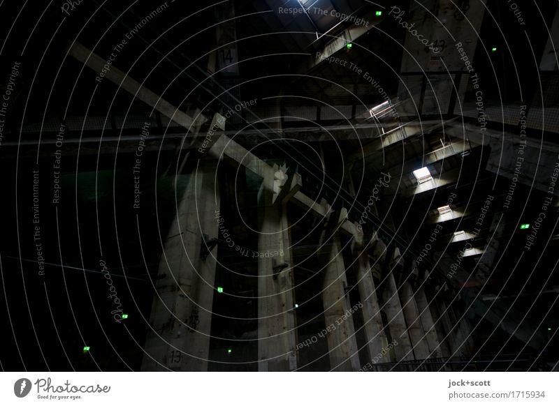 dunkel doppelt Einsamkeit Ferne schwarz Berlin Kraft hoch groß Beton Wandel & Veränderung Schutz Bauwerk Doppelbelichtung stagnierend Industrieanlage komplex