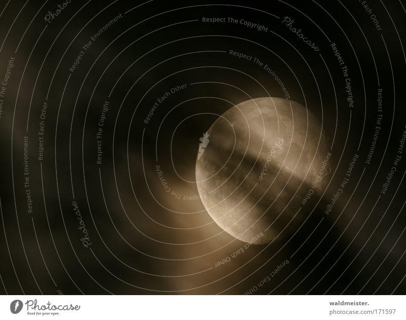 Mond mit Wolken davor Nacht Astrofotografie Langzeitbelichtung Lichterscheinung unheimlich ruhig Werwolf Mondsüchtig Schlafwandeln Okkultismus Mondkalender