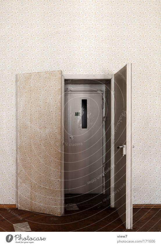 versteckt und entdeckt alt Freude Haus braun Tür Raum Wohnung Ordnung verrückt Innenarchitektur kaputt trist einzigartig außergewöhnlich Dekoration & Verzierung