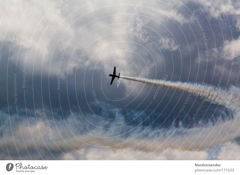 Brechreiz Freude oben Luft Horizont modern Erfolg Geschwindigkeit Flugzeug Lifestyle Coolness Urelemente Show beobachten fantastisch Jagd Rauch