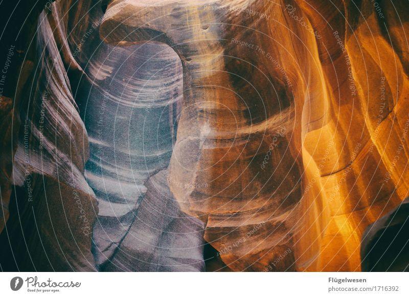 Upper Antelope Canyon [43] Tourismus Ausflug Hügel Felsen Berge u. Gebirge Schlucht Stein Sand berühren eckig USA Amerika Felswand Felsvorsprung Felsspalten