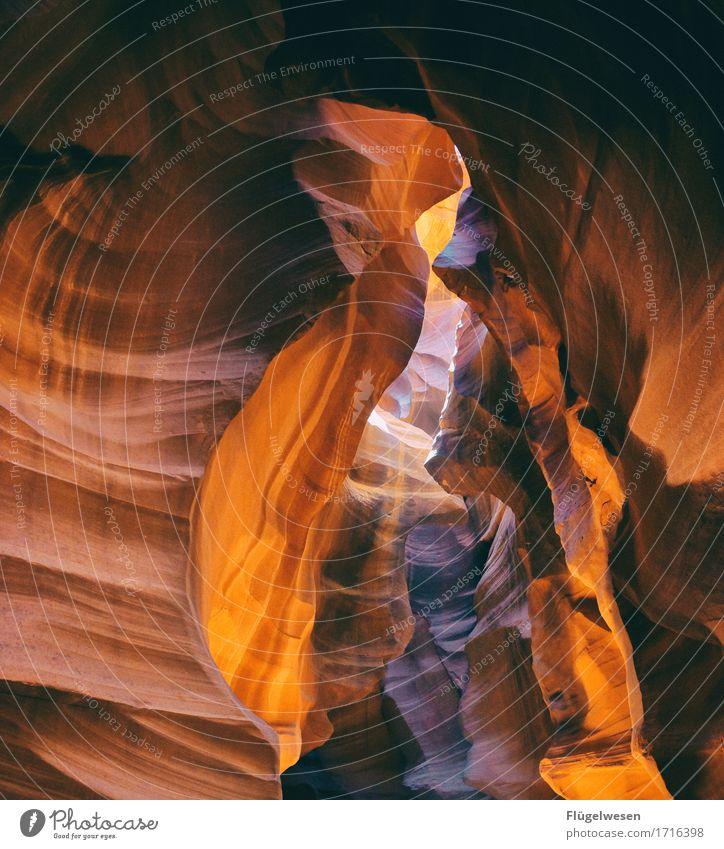 Upper Antelope Canyon [40] Tourismus Ausflug Hügel Felsen Berge u. Gebirge Schlucht Stein Sand berühren eckig USA Amerika Felswand Felsvorsprung Felsspalten
