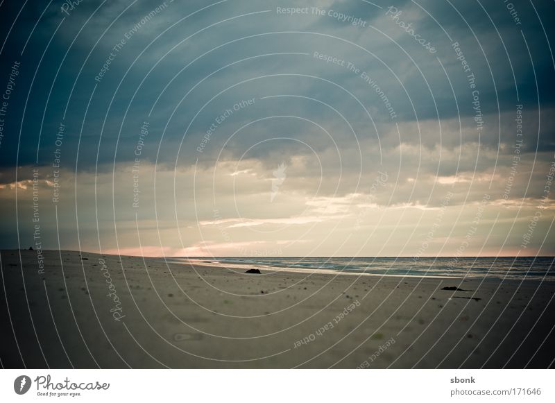 -3m Farbfoto Menschenleer Textfreiraum oben Abend Sommer Strand Meer Wellen Natur Sand Luft Wasser Himmel Wolken Horizont Klima Unwetter Wind Sturm Nebel Regen