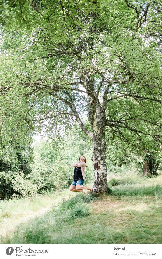 Swing Mensch Frau Natur Pflanze Sommer grün Baum Erholung Freude Erwachsene Leben Lifestyle feminin Spielen Glück Freiheit
