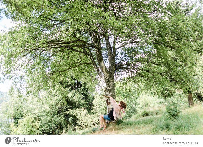 Sommerspaß Mensch Frau Natur Ferien & Urlaub & Reisen Pflanze grün Baum Freude Erwachsene Leben feminin Spielen Glück Freiheit Freizeit & Hobby