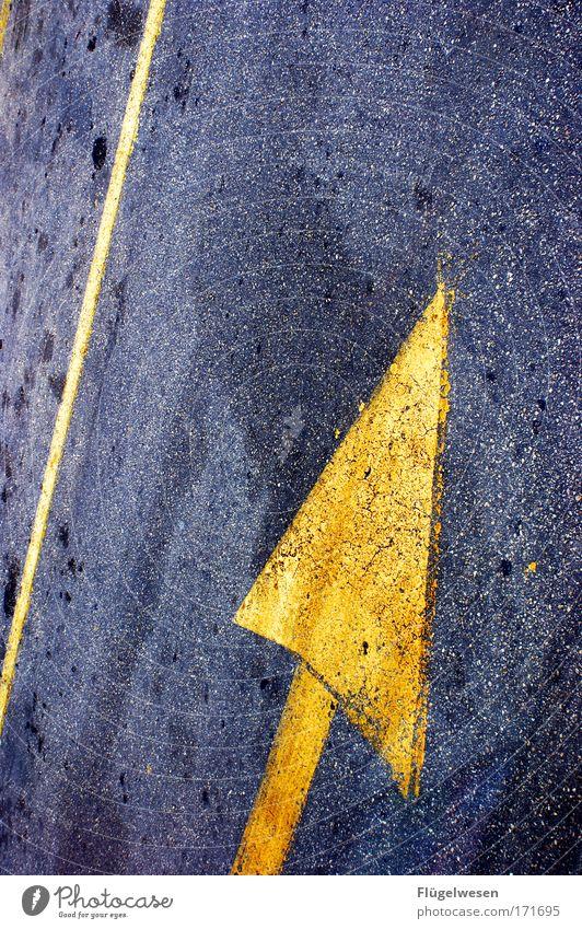 Wo bitte geht's zum Himmel? Straße Wege & Pfade Lifestyle gehen Verkehr Kraft hoch Beton Güterverkehr & Logistik Neugier Unendlichkeit fahren Sehnsucht Pfeil