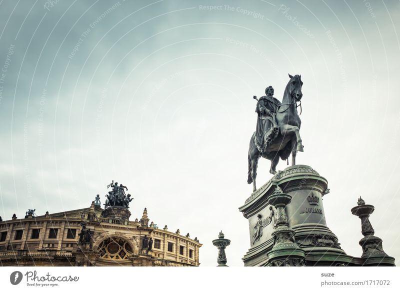Vorwärts voran Tourismus Städtereise Skulptur Kultur Himmel Stadt Platz Architektur Sehenswürdigkeit Wahrzeichen Denkmal Pferd alt historisch Religion & Glaube