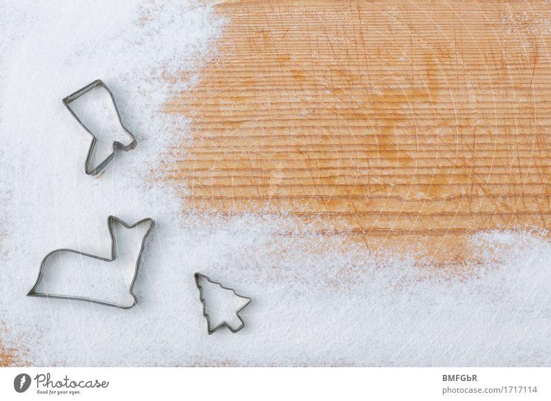 Hintergrund für Backrezept Lebensmittel Mehl Ernährung Feste & Feiern Ausstechform Holz Schilder & Markierungen braun weiß holzig Hintergrundbild Stiefel Reh