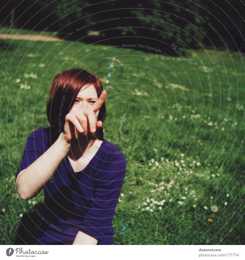 Can't Touch This. Frau Mensch Natur Jugendliche schön Blume grün blau Sommer Wiese feminin Gras glänzend Erwachsene Finger