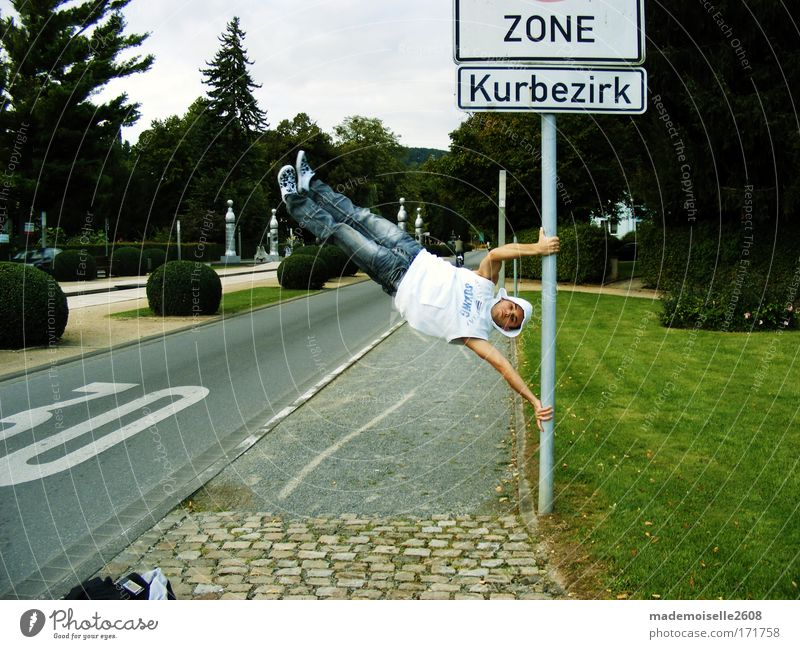 Rumhängen Freude Tänzer Kraft Schilder & Markierungen Coolness Laterne Hinweisschild Mensch sportlich hängen rebellisch Breakdancer Warnschild muskulös