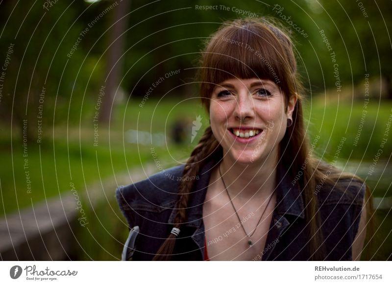 Carina | im Schlossgarten Mensch feminin Junge Frau Jugendliche Erwachsene Gesicht 1 18-30 Jahre Umwelt Natur Landschaft Sommer Garten Park Wiese Piercing