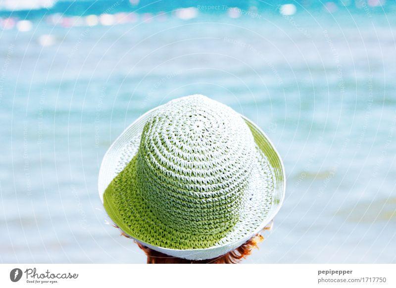 Frau mit Hut Mensch Himmel Ferien & Urlaub & Reisen Sommer schön Sonne Meer Ferne Strand Erwachsene Küste Lifestyle feminin Freiheit Mode