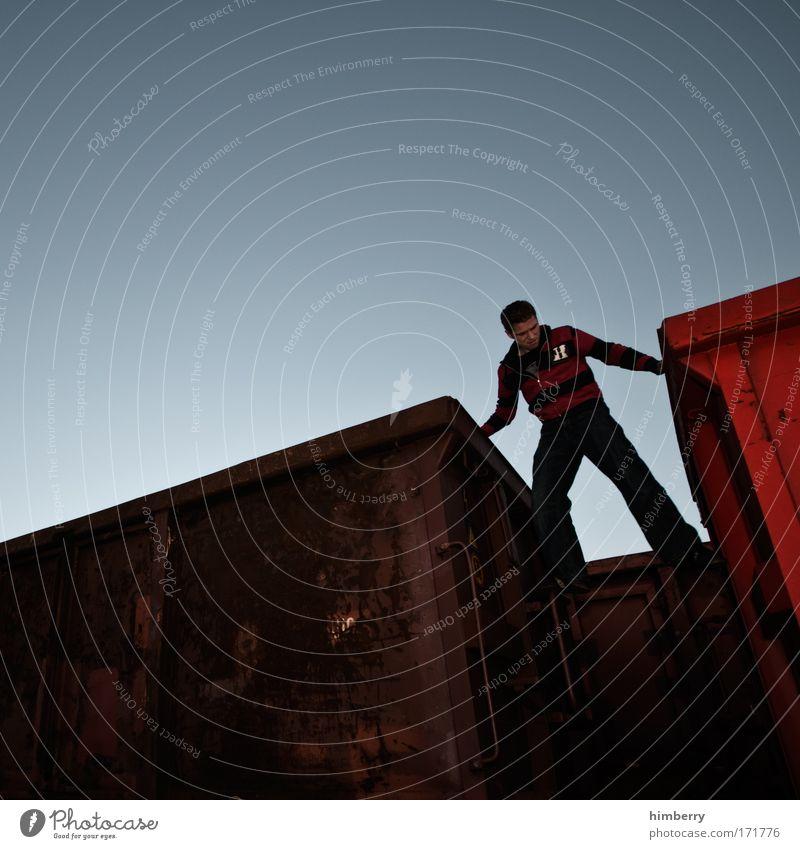 einzug oder umzug Mensch Jugendliche Stil Bewegung maskulin Design Verkehr Eisenbahn Lifestyle Abenteuer Güterverkehr & Logistik Kontakt entdecken Umzug (Wohnungswechsel) Stress Entertainment