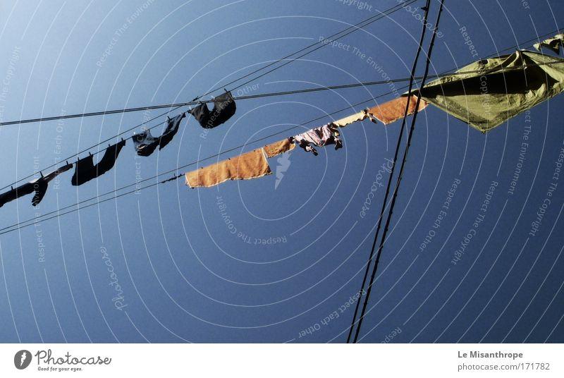 stendere il. bucato Himmel blau Ferien & Urlaub & Reisen Umwelt Linie dreckig Ausflug ästhetisch Bekleidung Sauberkeit Reinigen heiß Italien trocken Hose Duft