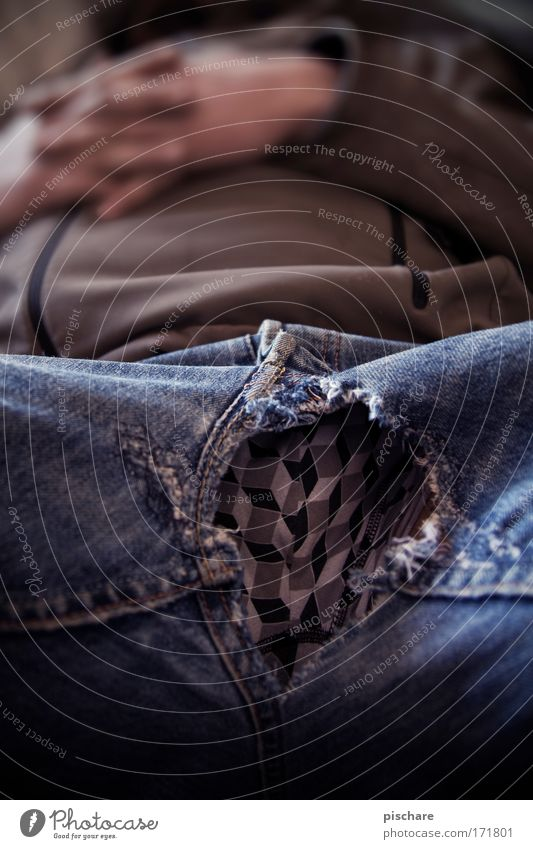gefaltete Hände Mensch Mann Hand Erwachsene Erholung Freiheit lustig liegen maskulin ästhetisch schlafen Jeanshose Hose Gelassenheit genießen Müdigkeit
