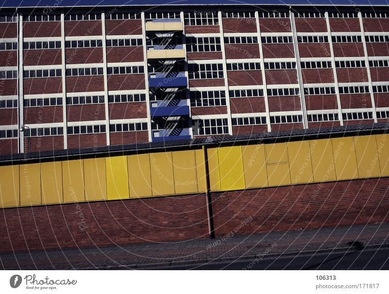 Fotonummer 125108 schön Stadt ruhig Einsamkeit Haus Wand Fenster Tod Architektur Mauer Gebäude Angst Deutschland Fassade Treppe