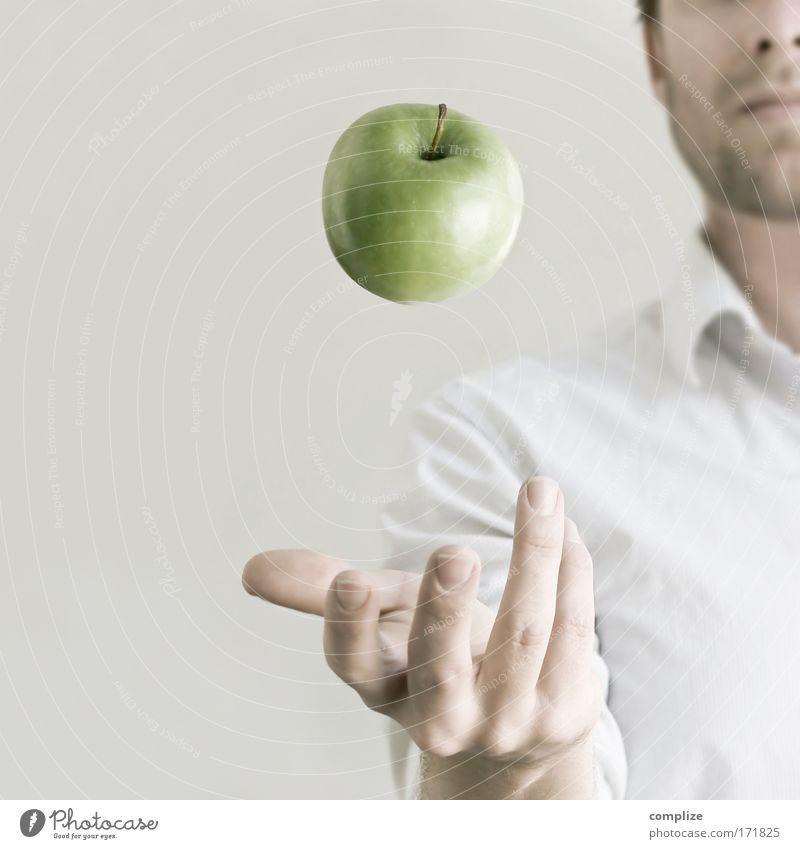 An Apple per Day... Arzt Mann grün Gesicht Erwachsene Ernährung Lebensmittel Beruf Kopf Freude Essen Gesundheit Mensch Frucht maskulin Erfolg
