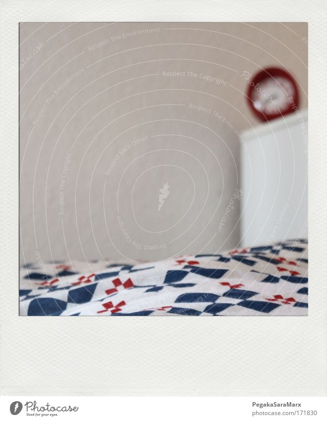 bedtime weiß blau rot ruhig Erholung Stil träumen Raum Wohnung schlafen Lifestyle modern Bett nah weich liegen