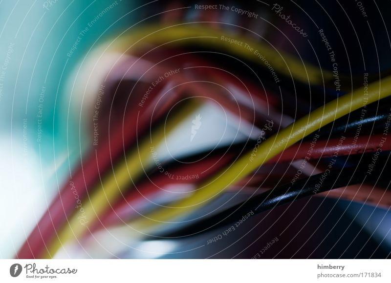 voll verkabelt Farbfoto mehrfarbig Nahaufnahme Detailaufnahme Makroaufnahme Kunstlicht Unschärfe Schwache Tiefenschärfe Industrie Hardware Kabel Maschine