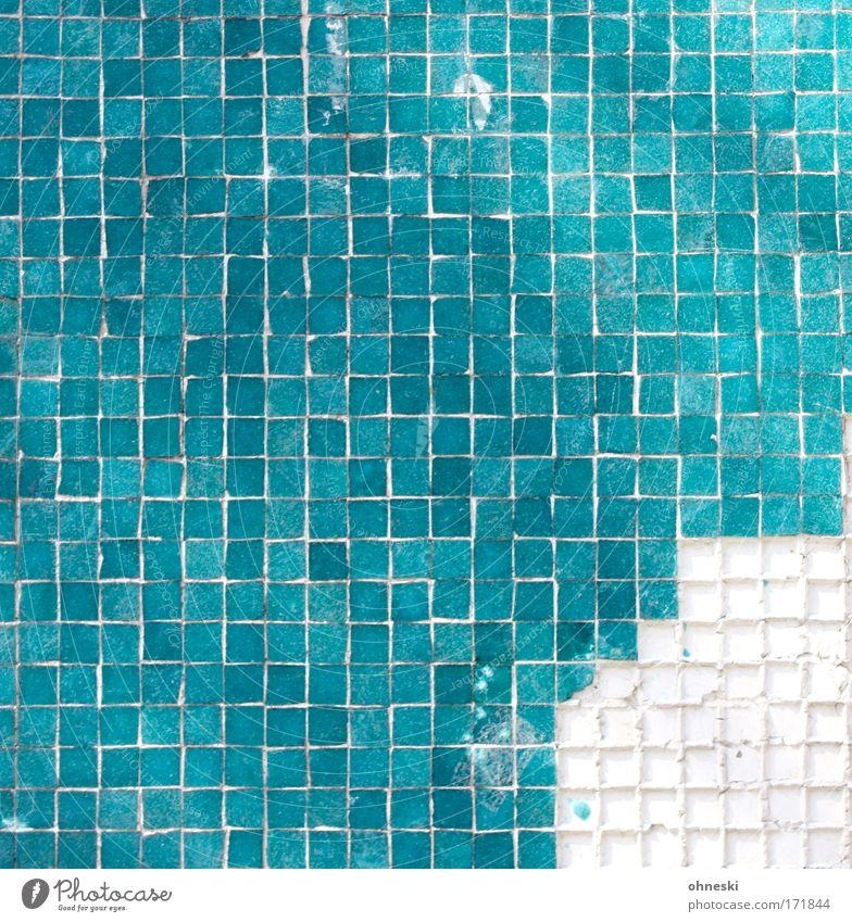 Fressecke Farbfoto abstrakt Muster Strukturen & Formen Bauwerk grün türkis Mosaik Schaden Fuge Fliesen u. Kacheln Fliesenleger Reparatur Säule kaputt Linie