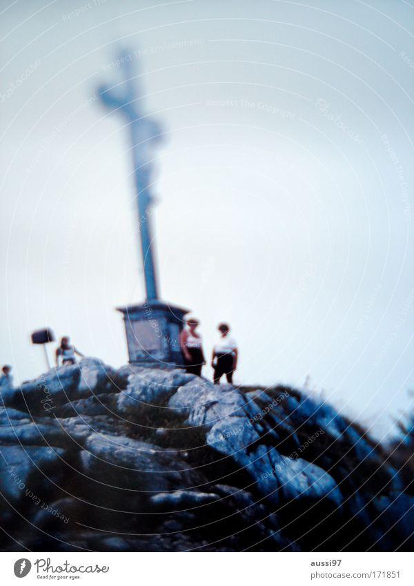 On top Berge u. Gebirge Menschengruppe Felsen wandern Alpen Klettern Gipfel Bergsteigen Bergsteiger androgyn Gipfelkreuz