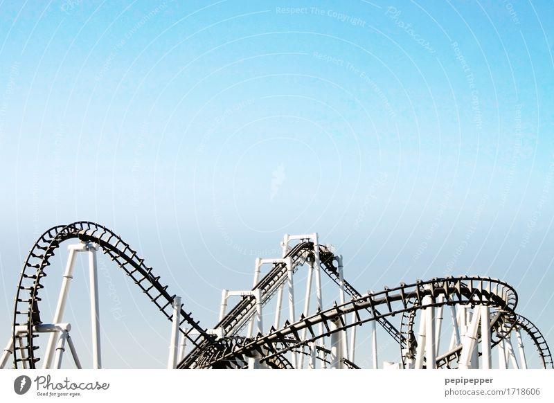 Achterbahn Himmel Ferien & Urlaub & Reisen Sommer Freude Gefühle Bewegung Lifestyle Linie Freizeit & Hobby Technik & Technologie bedrohlich Coolness fallen