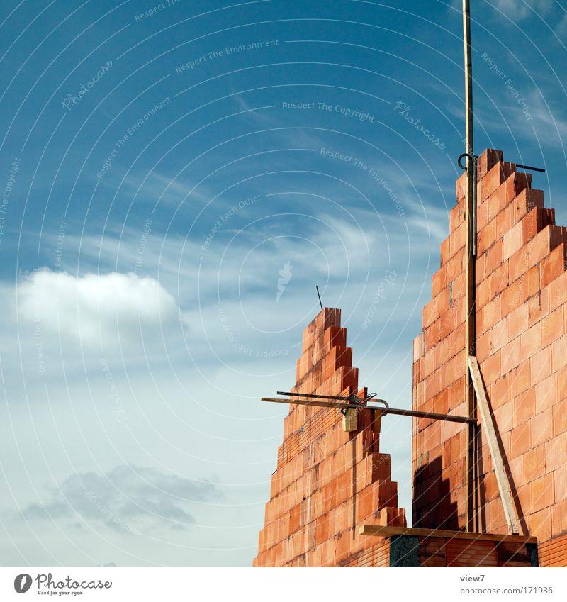 Das Eigenheim Himmel Sommer Haus Wolken Arbeit & Erwerbstätigkeit Stein Umwelt groß Beginn Sicherheit ästhetisch neu Zukunft Baustelle Mut