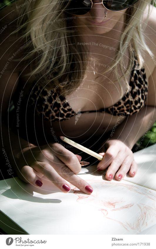 strich für strich Mensch Hand Jugendliche ruhig Erotik Erholung feminin Kunst planen blond Erwachsene Papier Kommunizieren weich Gelassenheit