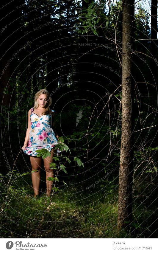 alone in the dark Farbfoto Außenaufnahme Kunstlicht Mensch feminin 18-30 Jahre Jugendliche Erwachsene Umwelt Natur Wald Mode Kleid blond langhaarig stehen
