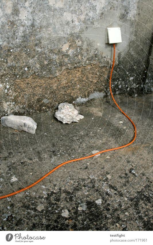 Orange Haus Wand Stein Mauer Gebäude Linie Wohnung Umwelt Beton Fassade Energiewirtschaft Netzwerk Kabel Netz Wandel & Veränderung Vergänglichkeit