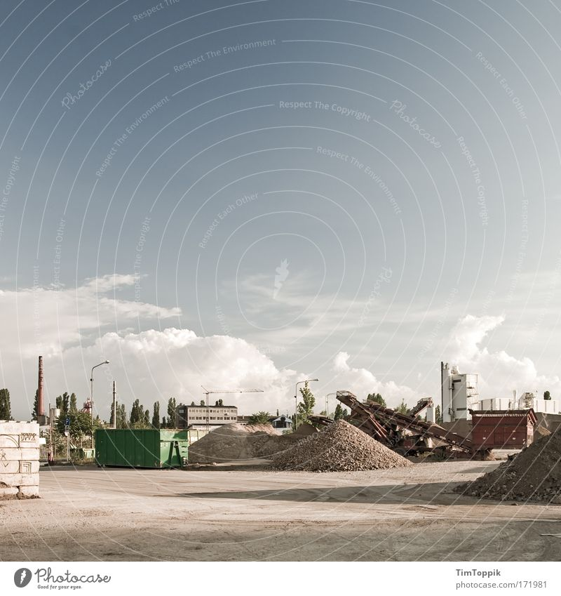 Lauter Haufen Einsamkeit Tod grau trist Industriefotografie Fabrik verfallen Hessen Frankfurt am Main Kies Container Industrieanlage Gewerbe Haufen industriell