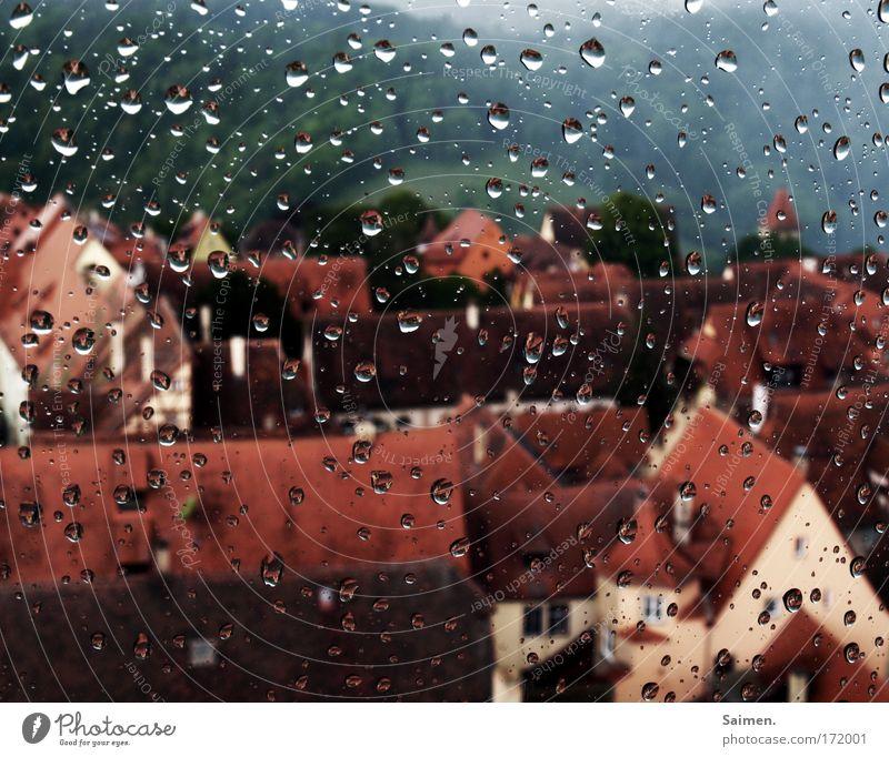 Schietwetter Stadt ruhig Haus Traurigkeit Regen Wetter Wassertropfen nass Perspektive Sicherheit trist Dach Tropfen Klima Schutz Unwetter