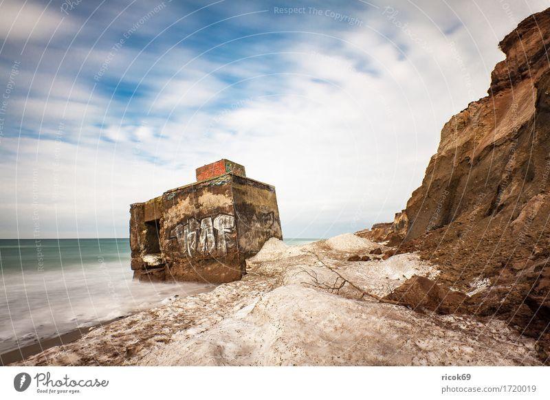 Bunker an der Ostseeküste bei Wustrow Natur Ferien & Urlaub & Reisen Wasser Meer Wolken Strand Winter kalt Küste Tourismus historisch Frost Jahreszeiten Ruine