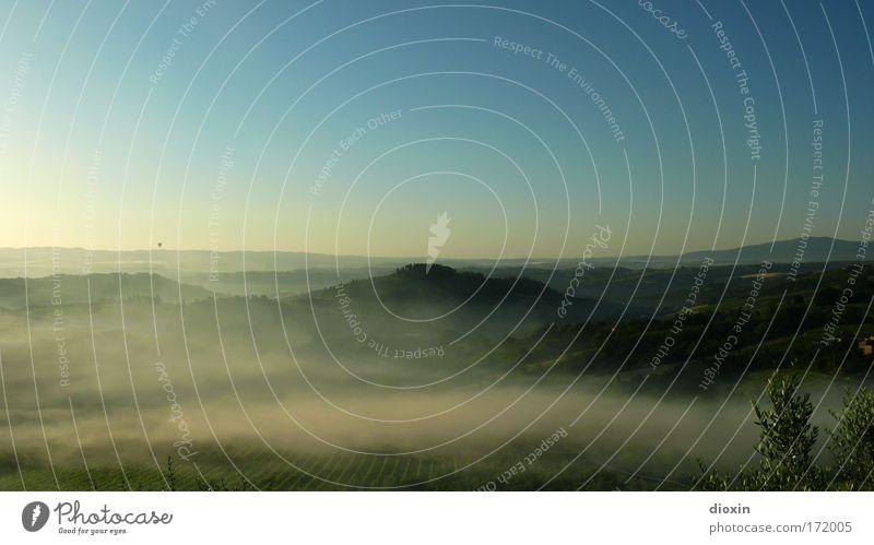 mattina in Toscana (2) Himmel Natur Ferien & Urlaub & Reisen Sommer Ferne Umwelt Landschaft Freiheit träumen Wetter Horizont Feld Nebel Tourismus Hügel