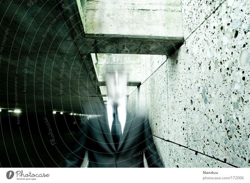 Fluchtpunkt Mensch Mann Gefühle Stimmung Angst Kunst Erwachsene gehen maskulin Anzug Dynamik Künstler Nachtleben Platzangst ungewiss