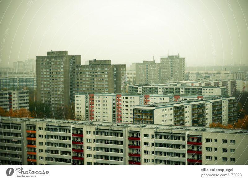good morning sunshine Stadt ruhig Haus dunkel kalt Berlin Stein Traurigkeit Stimmung Hochhaus trist bedrohlich Häusliches Leben frieren bauen