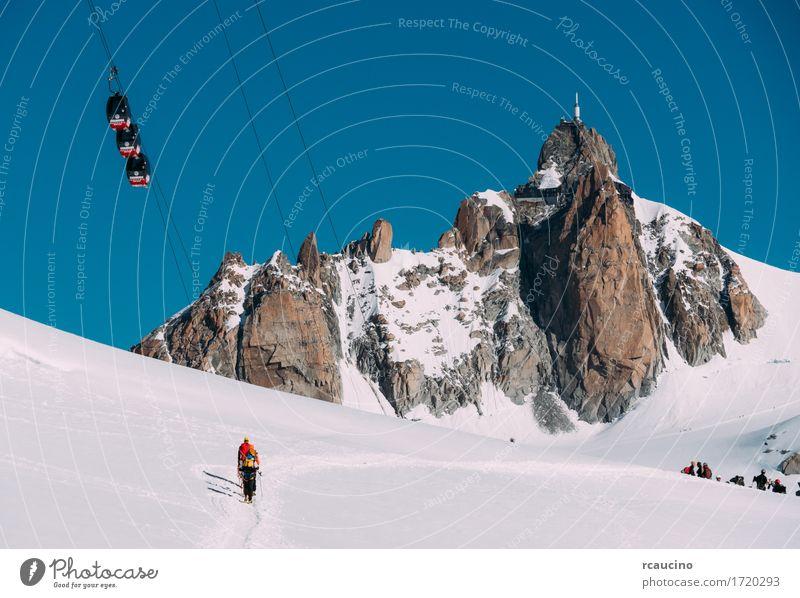 Midi-Nadelspitze und Mont-Blanc-Seilbahn. Chamonix, Frankreich Himmel Natur Ferien & Urlaub & Reisen weiß Landschaft Winter Berge u. Gebirge Sport Schnee