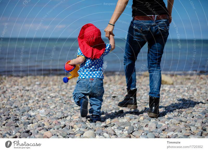 goin to the beach Mensch Ferien & Urlaub & Reisen Jugendliche Junge Frau Meer Freude Strand Erwachsene Bewegung Familie & Verwandtschaft Glück Zusammensein Lebensfreude Abenteuer Schutz Mutter