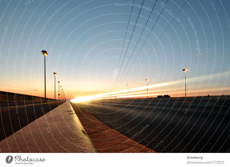 sundowner Farbfoto mehrfarbig Außenaufnahme Textfreiraum links Textfreiraum rechts Textfreiraum oben Textfreiraum unten Abend Dämmerung Kunstlicht Licht