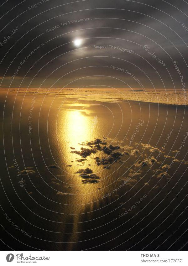 Zwischen den Wolken Himmel Natur Wasser Ferien & Urlaub & Reisen Sonne Meer schwarz Ferne gelb Umwelt dunkel Luft träumen Stimmung Horizont