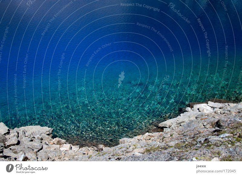 Bergsee Wasser kalt Küste Stein Erde Urelemente Schönes Wetter Seeufer Flüssigkeit Meerestiefe steinig Gebirgssee