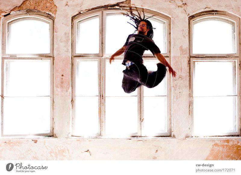 Jumping Black Mensch Mann Jugendliche Freude Erwachsene Haare & Frisuren springen Beine fliegen Arme maskulin Erfolg Fröhlichkeit 18-30 Jahre Junger Mann Fitness