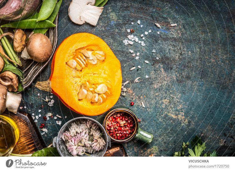 Kürbis mit Pilzen, Gewürze und Kräuter Lebensmittel Gemüse Kräuter & Gewürze Öl Ernährung Bioprodukte Vegetarische Ernährung Diät Slowfood Stil Design