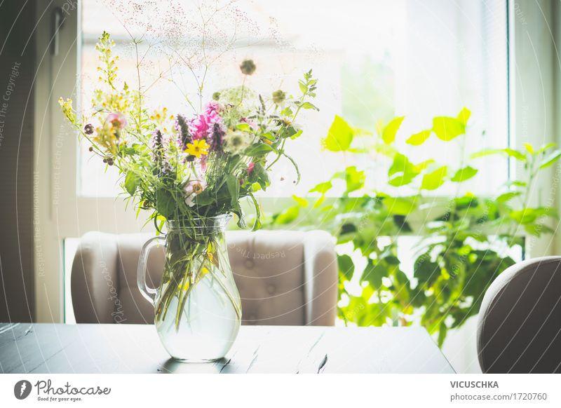 Blumenstrauß in einer Glasvase auf dem Tisch vor einem Fenster Natur Pflanze Sommer Haus gelb Leben Innenarchitektur Lifestyle Stil Design Wohnung